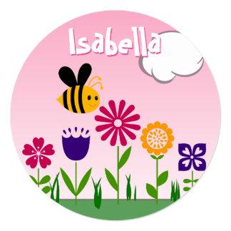 """CUMPLEAÑOS feliz del jardín de flores de la abeja Invitación 5.25"""" X 5.25"""""""