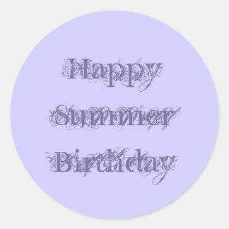Cumpleaños feliz del verano, púrpura del texto del pegatina redonda