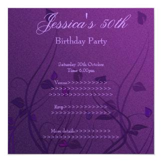 """Cumpleaños floral de la hoja Wispy púrpura 50.o Invitación 5.25"""" X 5.25"""""""