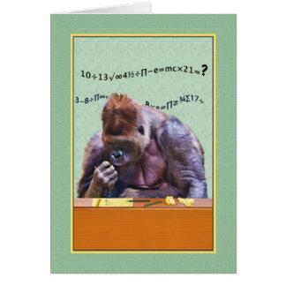 Cumpleaños, gorila en el escritorio tarjeta de felicitación