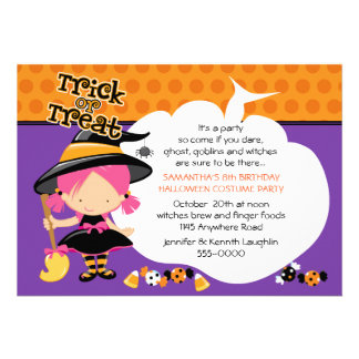 Cumpleaños lindo de Halloween de la bruja y del ca Invitaciones Personales