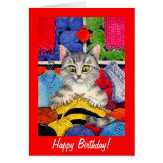 Cumpleaños lindo del gato que hace punto o cualqui tarjeta de felicitación