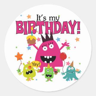 Cumpleaños lindo del monstruo de los niños pegatina redonda