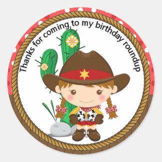 Cumpleaños lindo del sheriff de la vaquera pegatina redonda