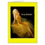 Cumpleaños modelo en amarillo tarjeton