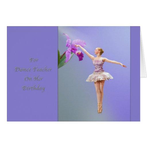 Cumpleaños, profesor de la danza, bailarina con la tarjeta de felicitación