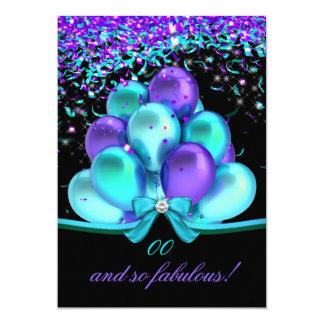 """Cumpleaños púrpura de los globos de las flámulas invitación 5"""" x 7"""""""