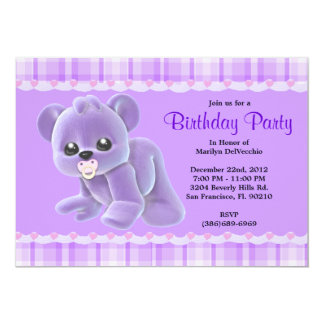"""Cumpleaños púrpura del oso de peluche de la felpa invitación 5"""" x 7"""""""