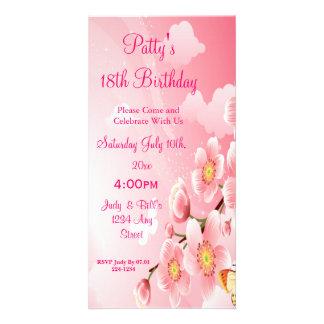 Cumpleaños rosado de las flores y de las mariposas tarjetas fotográficas personalizadas