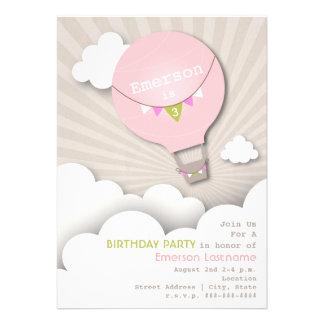 Cumpleaños rosado del globo del aire caliente y de invitación personalizada