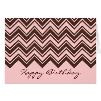 Cumpleaños rosado y marrón del modelo de zigzag tarjetón