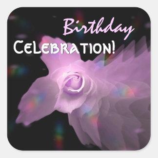 Cumpleaños subió mariposa rosada del baile de la pegatina cuadrada