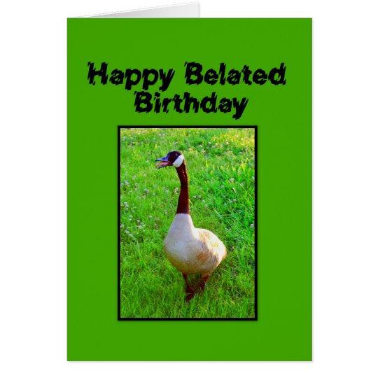 Cumpleaños tardío feliz que toca la bocina el tarjeta de felicitación