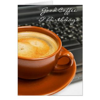 Cumpleaños y buena tarjeta de cumpleaños del café