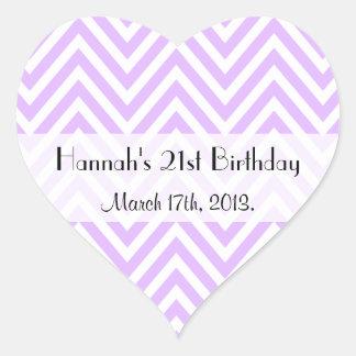 Cumpleaños - zigzag (Chevron), rayas - púrpura Pegatina Corazón