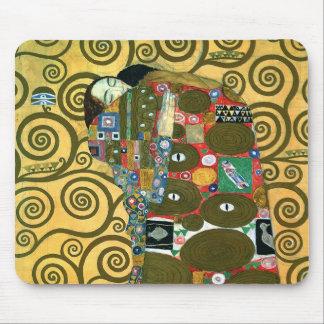 Cumplimiento el abrazo por Gustavo Klimt Tapetes De Ratón