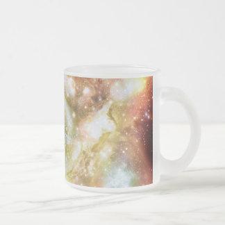 Cúmulo de estrellas caliente y brillante estupendo taza de cristal