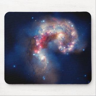 Cúmulo de estrellas del caramelo de NGC 4038-4039 Tapetes De Raton