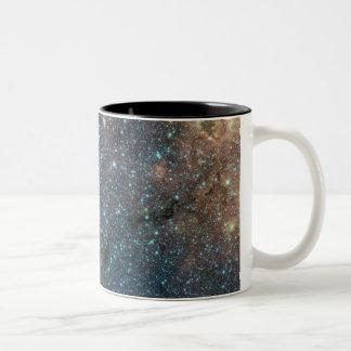 Cúmulo de estrellas masivo inundado con taza de dos tonos