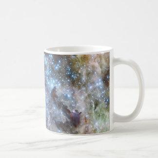Cúmulo de estrellas panorámico de la nebulosa taza básica blanca