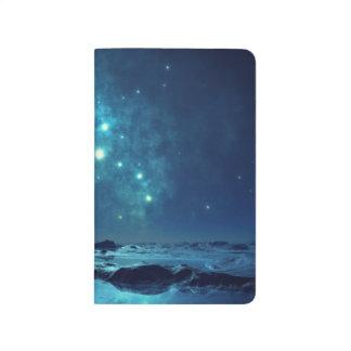Cúmulo de estrellas sobre el océano cuadernos grapados
