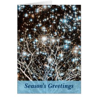 Cúmulo de estrellas y navidad blanco del árbol tarjeta de felicitación