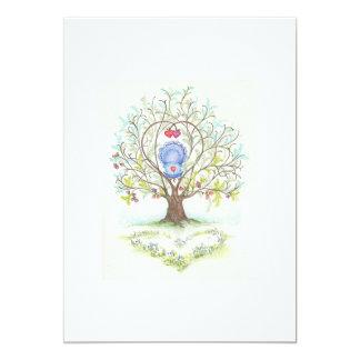 Cuna del bebé en un árbol de corazones y del amor anuncio personalizado