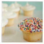 Cupcakes, focus on one in front with large square tile