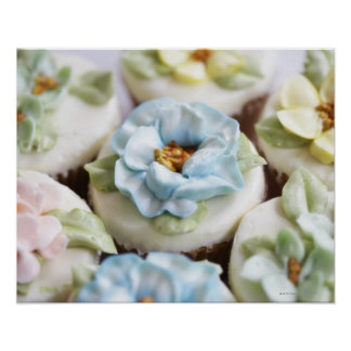Cupcakes with flower icing print