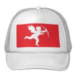 Cupid blanco del gorra en rojo