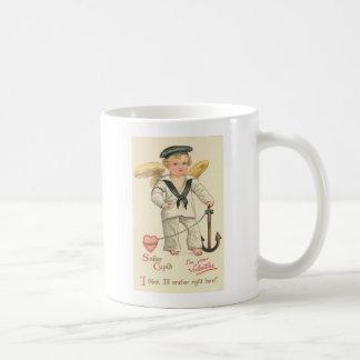 Cupid del marinero taza clásica
