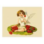 Cupid del vintage en el cojín de lirio postal