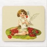 Cupid del vintage en el cojín de lirio tapete de raton