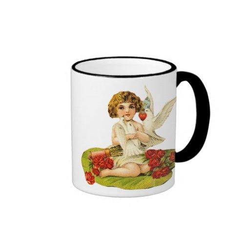 Cupid del vintage en el cojín de lirio tazas de café