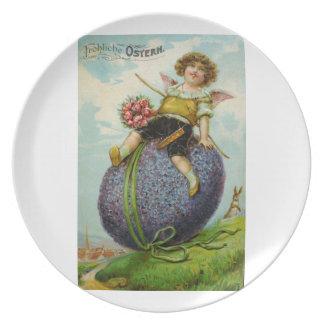 Cupid en la placa del huevo de Pascua Plato