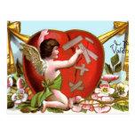 Cupid que repara el corazón quebrado postal
