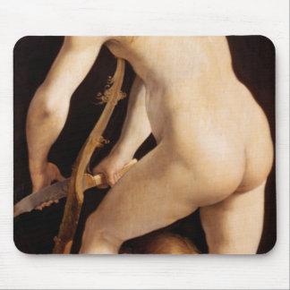 Cupid que talla un arco, 1533/34 alfombrilla de raton