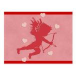 Cupid y corazones rojos del el día de San Valentín Postales