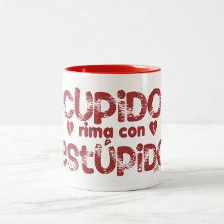 Cupido Rima con Estupido, Taza de cafe 11oz. Two-Tone Coffee Mug