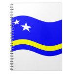 Curaçao que agita señala por medio de una bandera cuaderno
