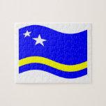 Curaçao que agita señala por medio de una bandera rompecabezas