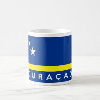 curaçao señala nombre del texto por medio de una b tazas de café
