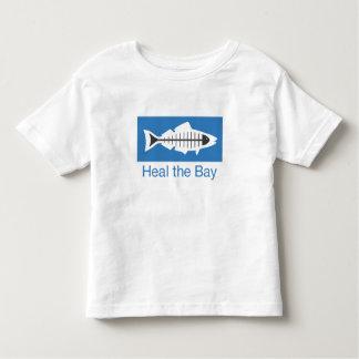 Cure la camiseta básica del logotipo de la bahía playera