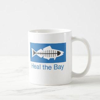 Cure la taza básica del logotipo de la bahía