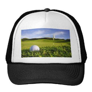 Curso de la pelota de golf gorro