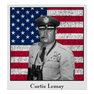 Curtis Lemay y la bandera de los E.E.U.U. Posters