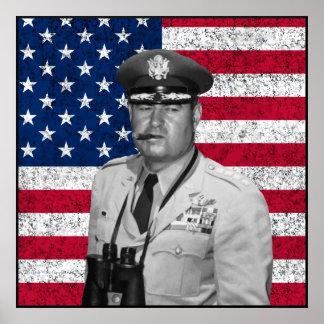 Curtis Lemay y la bandera de los E.E.U.U. Póster