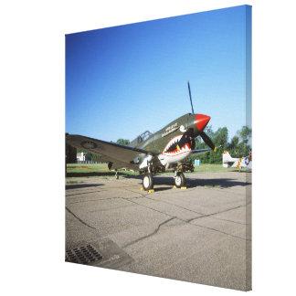 Curtiss P-40 Warhawk en el salón aeronáutico de M Lona Envuelta Para Galerias