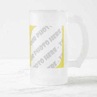 Curva amarilla Stein helado foto - cree sus los pr Tazas De Café