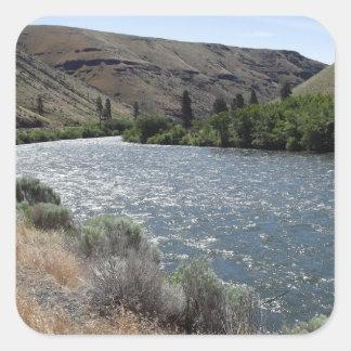 Curva en el río pegatina cuadrada